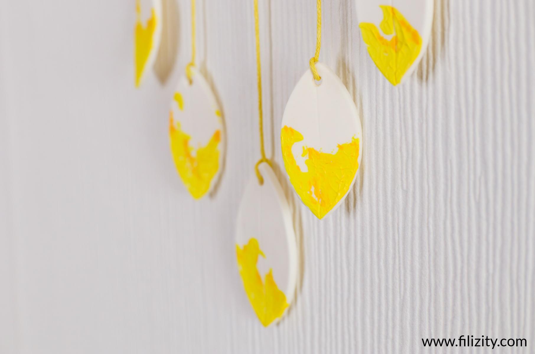 Blätter-Wanddeko aus Kaltporzellan selber machen | Filizity. Kreativmagazin & DIY-Blog #kaltporzellan #wanddeko #minimalistisch